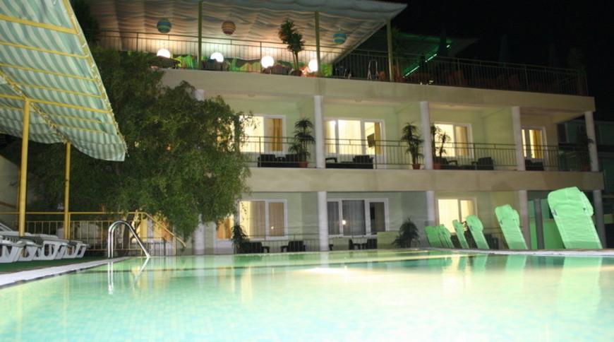 """Изображение отеля """"Green"""" #2"""