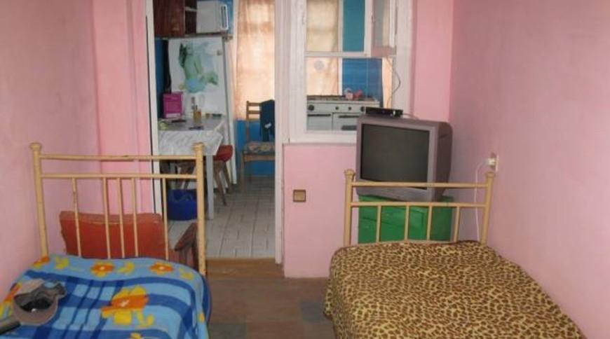 """Изображение частного дома """"Недорогое жилье в Мелекино, 1 спуск"""" #1"""