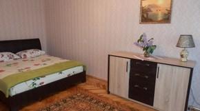 однокомнатная квартира в центре с видом на море.Горького,45