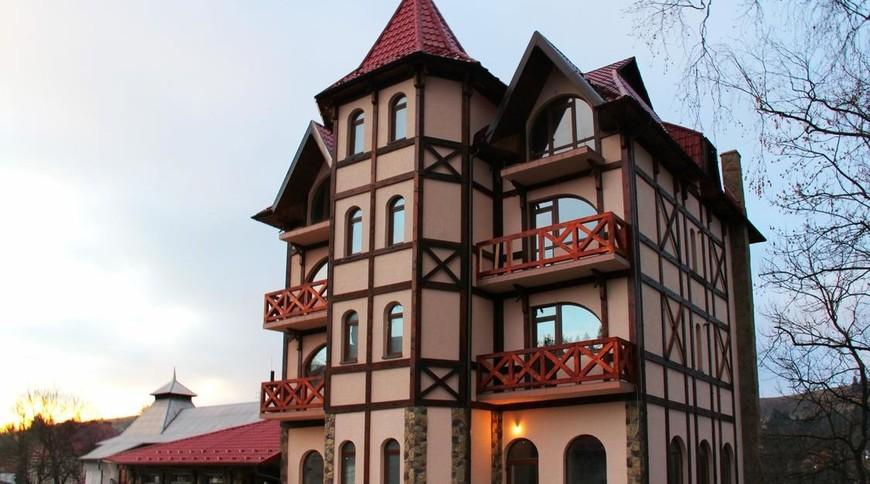"""Изображение отеля """"Oksamit Resort"""" #1"""